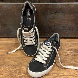 Dream Foam Keds tie up shoes